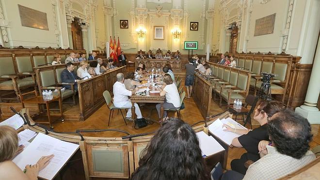 Rechazada la propuesta del PSOE para que los grupos municipales de Valladolid decidan la bajada de sueldos de sus ediles
