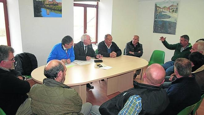 Los alcaldes piden el arreglo de la carretera de La Vid de Ojeda a La Puebla de Valdavia