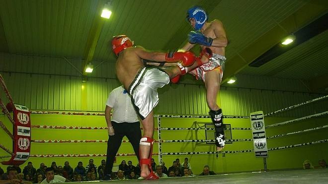 El berciano Richard Feliz gana por KO en Íscar
