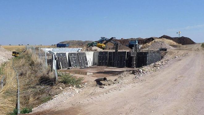 Los ganaderos desvinculan el mal olor del purín y lo achacan a la planta de compostaje