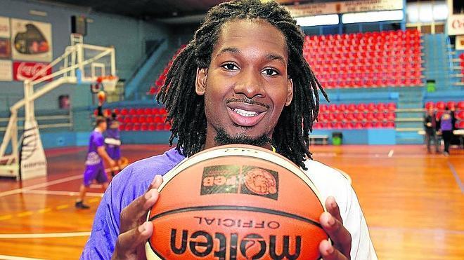 «En Chile es diferente hasta el balón, pero me adaptaré pronto a este baloncesto»
