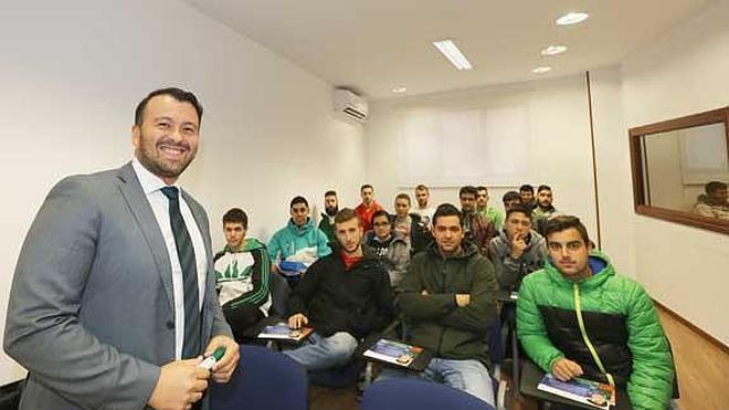 Alumnos de Cristo Rey visitan M-M Coaching Business School