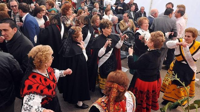 300 águedas festejan a su patrona en Castrejón