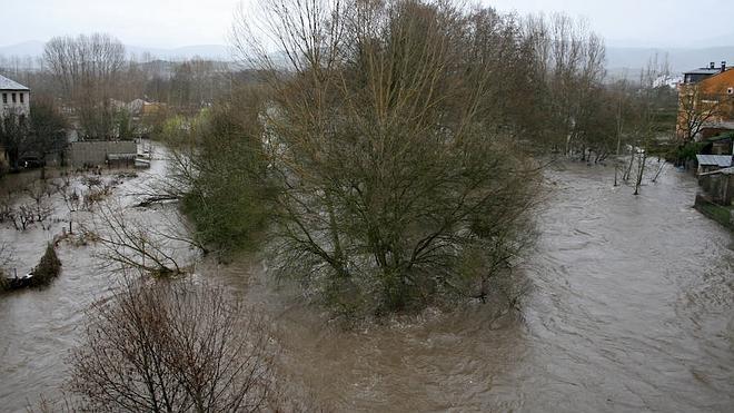 Inundaciones y cortes de carreteras en la provincia de León