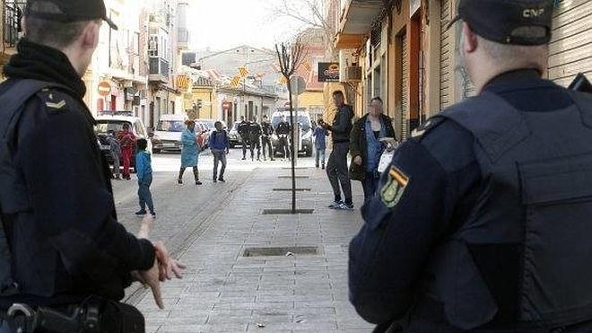 Unas flatulencias provocan una reyerta con disparos en Valencia