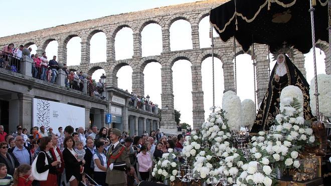 Maratón de procesiones y vía crucis en Jueves Santo