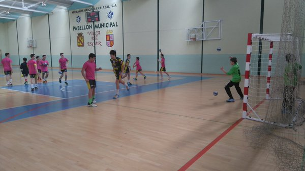 Íscar ya celebra su primer torneo de balonmano base