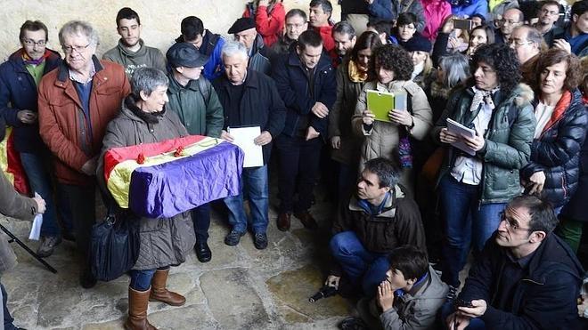 Los restos de once presos de la cárcel franquista de Valdenoceda, en Burgos, vuelven con sus familias