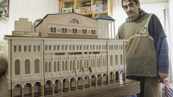 La impresionante réplica en madera del Teatro Calderón