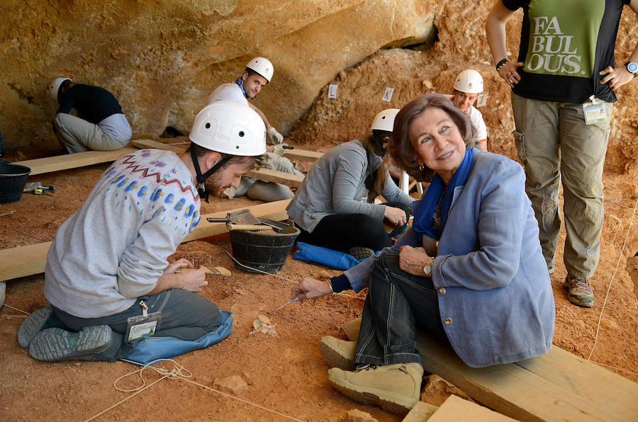 Doña Sofía excava en Atapuerca