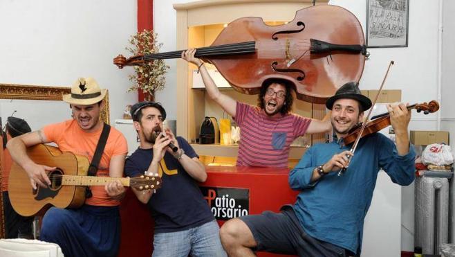 Los Muyayos de Raïz celebran sus diez años con melodías zíngaras