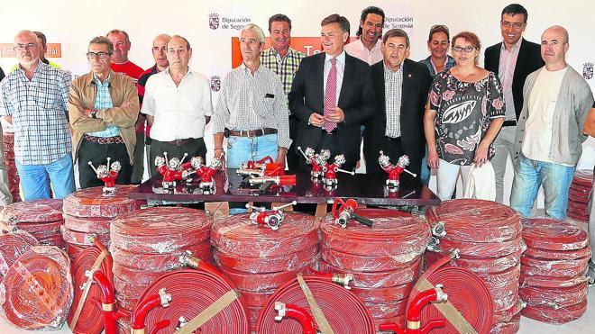La Diputación entrega material de extinción a 33 ayuntamientos