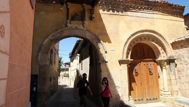 Ojo al tráfico hoy en Segovia, habrá cortes por el rodaje de 'La Catedral del Mar'