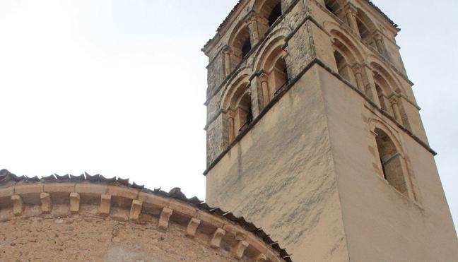 Descarga masiva de 'ebooks' desde el campanario de la villa medieval de Pedraza