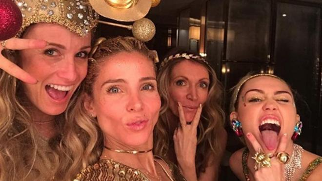 Miley Cyrus y Liam Hemsworth brillan en la fiesta organizada por Elsa Pataky y Chris Hemsworth