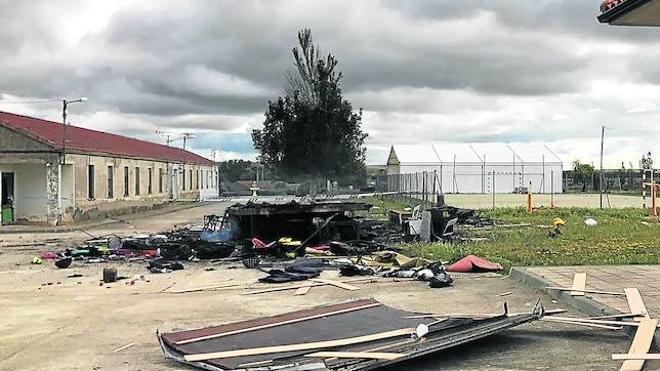 Fallece un hombre al intentar quemar la caravana de un feriante en Cabrillas