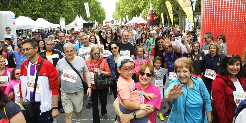 Más de 3.500 participantes recorren el centro de la capital en la V Marcha de la Familia