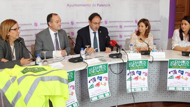Más universitarios acompañarán a los niños al ir al colegio en Palencia